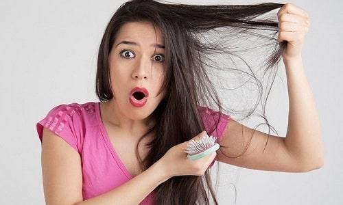 Нарушение работы щитовидки провоцирует выпадение волос