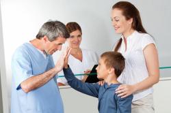Обращение к врачу при запорах у новорожденных